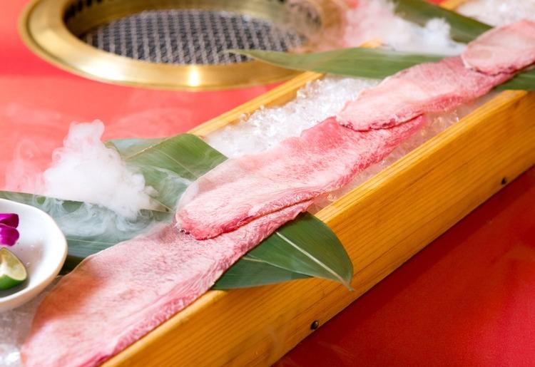 【牛牛の演出肉】 世界一長い特上タン