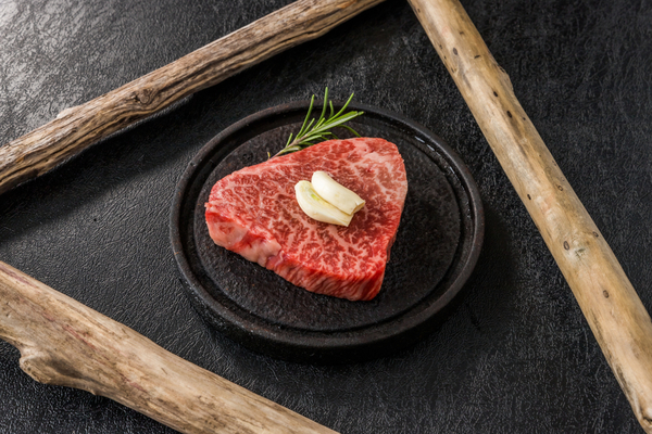 超希少部位「シャトーブリアン」とは?味や美味しい調理法をご紹介サムネイル